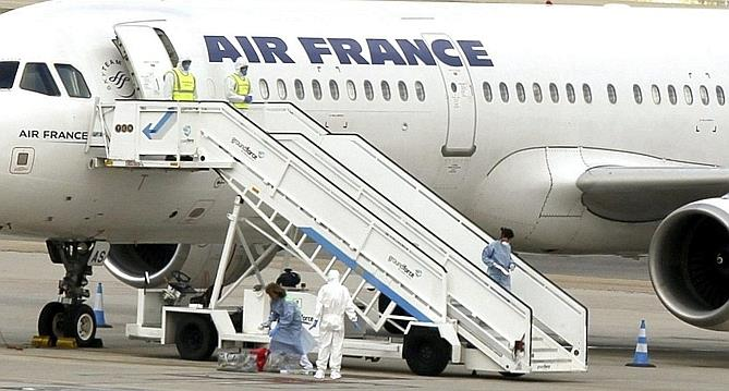 Ebola contr le d un passager dans un avion d air france for Interieur d un avion air france